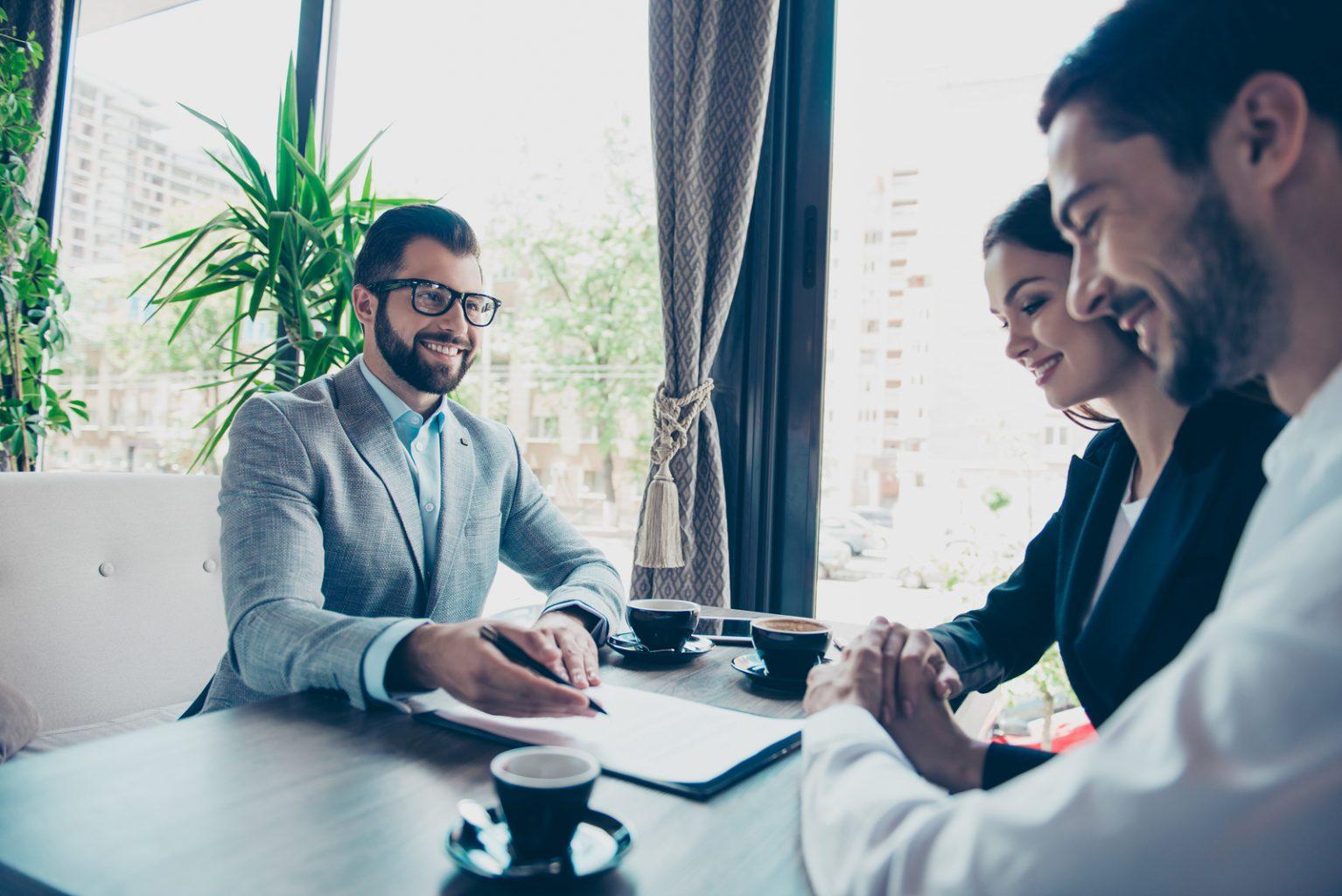 Confía en abogados expertos en derecho inmobiliario para comprar tu casa